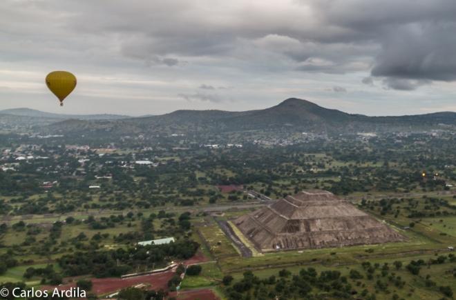 globo sobre teotihuacan